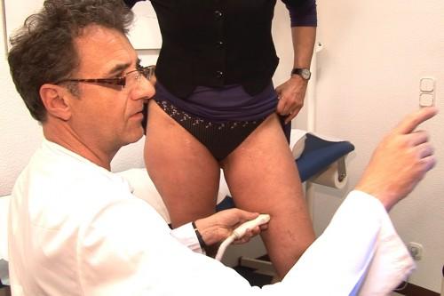 Duplex-Ultraschall/Duplex-Sonographie: Modernste Untersuchungsmethode zur Messung der Fließgeschwindigkeit des Blutes in den Gefäßen.